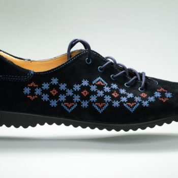 Машинна вишивка взуття
