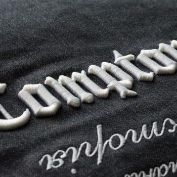 Машинна вишивка на джинсі