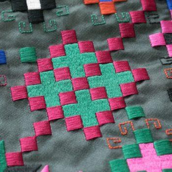 Машинна вишивка пікселі8